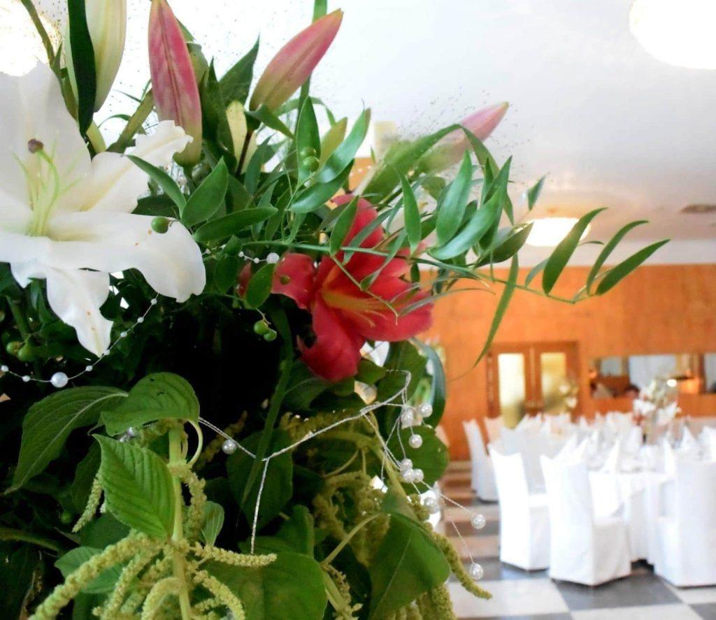 263836ac7 Každá svadba je pre nás kvetinové dobrodružstvo.   Flora Shop Ateliér    doručenie do celého sveta