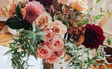 Jesenné kytice hrajú farbami - Flora Shop Ateliér - kvetykytice.online