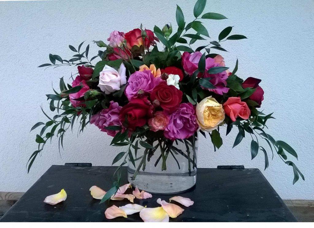 RUŽE MAJÚ SVIATOK! - Flora Shop Ateliér - kvetykytice.online